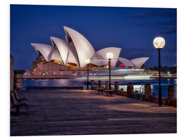 Stampa su PVC  A boat passes by the Sydney Opera House, UNESCO World Heritage Site, during blue hour, Sydney, New S - Jim Nix