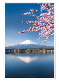 Poster Premium  Mount Fuji and Lake Kawaguchiko in Japan during the cherry blossom season - Jan Christopher Becke