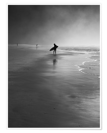 Poster Premium  A lone surfer on his way into the sea. - Alex Saberi