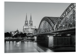 Forex  Cologne at night in black and white - Michael Valjak