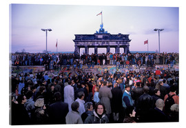 Stampa su vetro acrilico  Berliners from East and West celebrating the opening of the border at the Berlin Wall