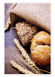 Poster Premium  Freshly baked bread on wooden table