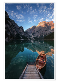 Poster Premium  Early morning on Lake Braies / Lago di Braies - MUXPIX