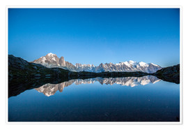 Poster Premium  Mont Blanc reflected in Lacs des Chéserys, France - Roberto Sysa Moiola