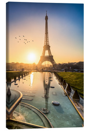 Stampa su tela  Romantic sunrise at the Eiffel Tower in Paris, France - Jan Christopher Becke