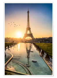Jan Christopher Becke - Romantic sunrise at the Eiffel Tower in Paris, France