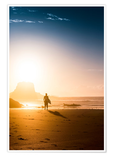 Poster Premium Silhouette of a surfer on the beach