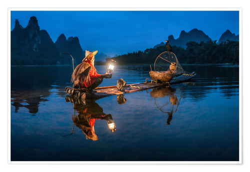Poster Premium Chinese cormorant fisherman in front of karst landscape in Guilin, China