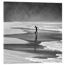 Vetro acrilico  Brazilian beach boy playing football on beach - Alex Saberi