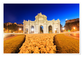 Night view of the famous Puerta de Alcala