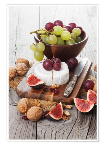 Poster Premium Camembert cheese with figs, nuts and grapes