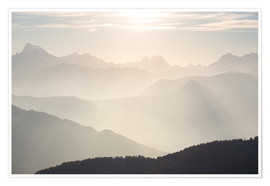 Poster Premium Sunlight behind mountain peaks silhouette, the Alps.
