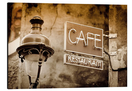 Alluminio Dibond  Cafe sign and lamp post, Paris, France. - age fotostock