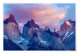 Poster Premium  Torres del Paine all'alba - Cathy & Gordon Illg