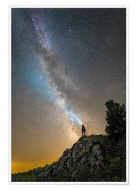 Poster Premium  Man shining a flashlight on the Milky Way from atop a mountain in Russia. - Yuri Zvezdny
