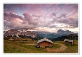 Poster Premium Pink clouds at sunset on the typical huts of Odle mountain range seen from Seceda, Val Gardena, Tren