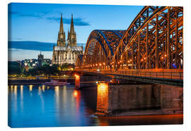 Stampa su tela  Cologne Cathedral and Hohenzollern Bridge at night - Jan Christopher Becke