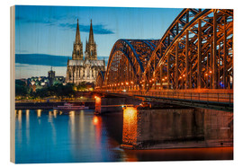 Stampa su legno  Cologne Cathedral and Hohenzollern Bridge at night - Jan Christopher Becke