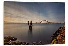Stampa su legno  Fehmarnsund Bridge in the evening light (long exposure) - Heiko Mundel
